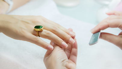 BEAUTY FIX: THE SIMPLE TRICK TO HEAL DAMAGED NAILS