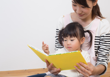 Raising a Reader: How to introduce books to your baby