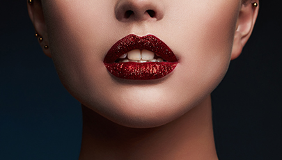 TREND TAKEOUT: 5 REASONS TO LOVE A GLITTERY LIP
