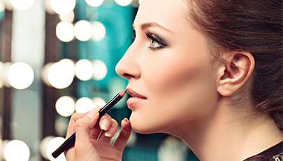 LINE YOUR LIPS FOR A PLUMPER LOOK